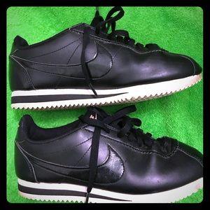 Black leather Nike Cortez Size 7 women's